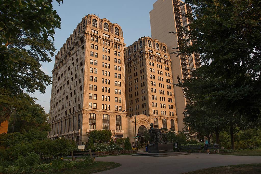 Architecture - Belden Stratford in Chicago photo by Chris Ocken