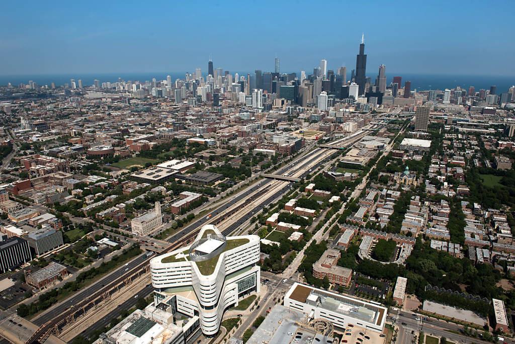 Chicago Skyline photo by Chris Ocken